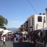 Foto tirada no(a) Mercado Artesanal de Tepoztlán por Paul em 11/19/2012