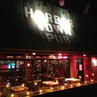 Foto scattata a Harbor Town Pub da PreFABsd.com .. il 1/19/2013