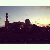 Photo taken at Masjid al-Khalifah by hafiz h. on 4/5/2014