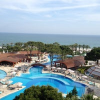 Foto tomada en Cornelia De Luxe Resort por Hayri A. el 5/22/2013