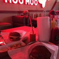 Снимок сделан в Moo Moo Burgers пользователем Анна Д. 9/25/2017