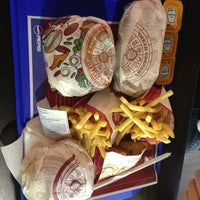 Снимок сделан в Burger King пользователем Julia P. 6/10/2013