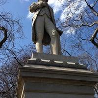รูปภาพถ่ายที่ Alexander Hamilton Statue โดย Charley L. เมื่อ 3/20/2013