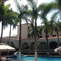 Photo taken at Piscina Hotel El Prado by Jerry O. on 4/28/2014