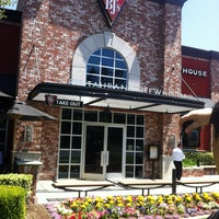 Photo taken at BJ's Restaurant and Brewhouse by Ilka d. on 5/14/2013