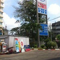 Photo taken at Esso Gas Station - Ladprao 38 by Mekals S. on 5/7/2013