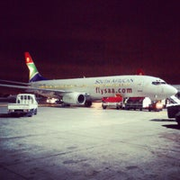 Foto tirada no(a) Aeroporto International da Cidade do Cabo (CPT) por Leon V. em 2/10/2013