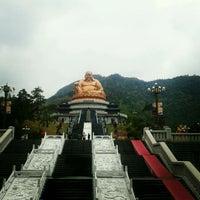 Photo taken at 奉化雪窦寺 by Lydia P. on 4/6/2013