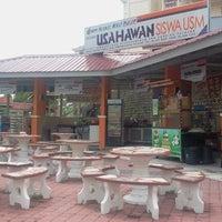 Photo taken at Desasiswa Tekun by Habiballah H. on 11/4/2012