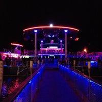รูปภาพถ่ายที่ Club Catamaran โดย Erdal E. เมื่อ 7/1/2013
