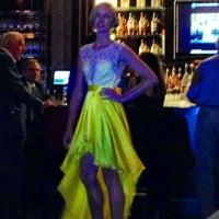 Foto tirada no(a) Bond Restaurant & Lounge por Marsh S. em 7/17/2013
