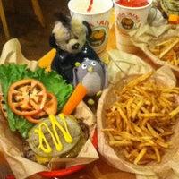 Foto tomada en Kua'āina Sandwich por aki el 11/28/2012