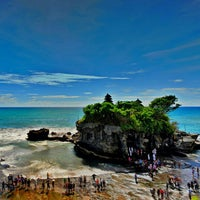 Photo taken at Tanah Lot Temple by Fer D. on 1/27/2013