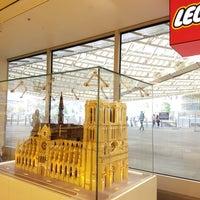 Foto scattata a LEGO® Store da Richard Y. il 10/6/2017
