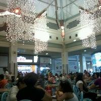 Foto tirada no(a) Praça de Alimentação por Clara F. em 12/7/2012