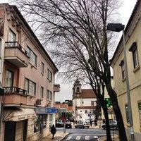 Foto tirada no(a) Vila de Oeiras por Jorge B. em 1/27/2013