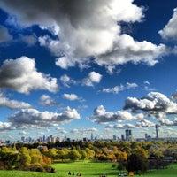Foto tomada en Primrose Hill por Oryx el 11/4/2012