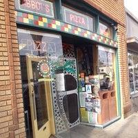Снимок сделан в Abbot's Pizza Company пользователем Jimmy L. 5/17/2013