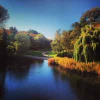 10/24/2013 tarihinde Natalia G.ziyaretçi tarafından Rudolph-Wilde-Park'de çekilen fotoğraf