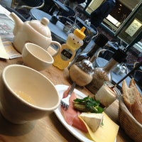 Photo prise au Le Pain Quotidien par Polina P. le3/26/2013