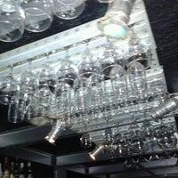 Foto tirada no(a) Queen Disco Bar por Juninho Cavalcante em 11/13/2012