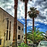 Photo taken at Oficina Correos by YoseGon C. on 4/12/2013