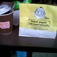 Photo taken at Dunkin' Donuts by Vya F. A. on 6/22/2013