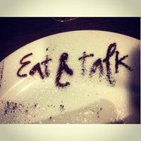 รูปภาพถ่ายที่ Eat & Talk โดย Daria O. เมื่อ 5/24/2013
