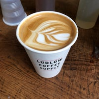 Foto scattata a Ludlow Coffee Supply da nichole b. il 11/13/2017