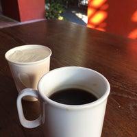 Photo prise au Pakwhan Coffee par Woody G. le12/18/2016