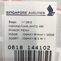 Photo taken at Singapore Airlines Lounge by Harry H. on 5/9/2017