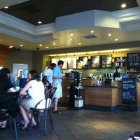 Снимок сделан в Starbucks пользователем Kay W. 7/28/2013