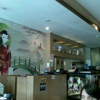 Photo taken at Sushi Temakeria Doo Doo by Lizandra N. on 5/4/2013