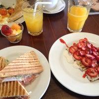รูปภาพถ่ายที่ Rico's Café Zona Dorada โดย Gonz P. เมื่อ 6/16/2013