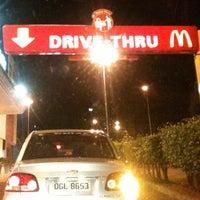 Foto tirada no(a) McDonald's por Marcio B. em 10/1/2012