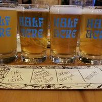รูปภาพถ่ายที่ Half Acre Beer Company Balmoral Tap Room & Barden โดย Anthony D. เมื่อ 4/29/2018