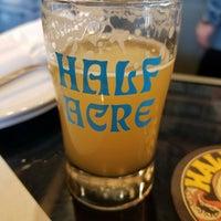 4/1/2018 tarihinde Anthony D.ziyaretçi tarafından Half Acre Beer Company Balmoral Tap Room & Barden'de çekilen fotoğraf
