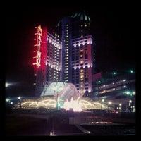 Foto diambil di Niagara Fallsview Casino Resort oleh Kruti D. pada 11/4/2012