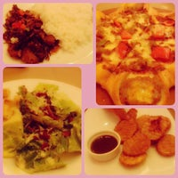 Photo taken at Pizza Hut by Joanna Marry on 7/8/2013