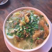 Photo taken at Mdm Ing Fish Noodle 亞殷魚頭粉麵 by Juliza J. on 9/24/2017