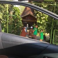 Das Foto wurde bei Restoran & Wisata Air Alam Sari von Chrisma ali H. am 9/17/2017 aufgenommen