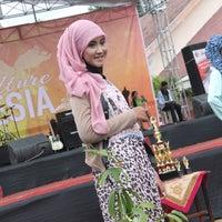 Photo taken at SMA Negeri 1 Giri by BriantaDehan™ on 12/20/2013
