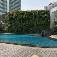 Photo taken at Azure at Mandarin Oriental, Jakarta by Jcka L. on 2/22/2017