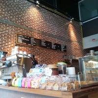 Снимок сделан в Pacamara Boutique Coffee Roasters пользователем Soontaree J. 10/16/2012
