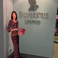 Das Foto wurde bei Singapore Airlines SilverKris Lounge von Dennis am 3/31/2013 aufgenommen