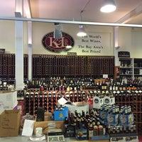 Photo prise au K&L Wine Merchants par Yui K. le8/3/2015