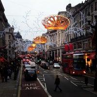 1/7/2013 tarihinde Anastasia K.ziyaretçi tarafından Oxford Street'de çekilen fotoğraf