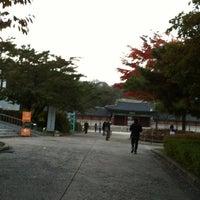 Photo taken at 서울시립미술관 경희궁분관 by Byeong Jae M. on 10/28/2012
