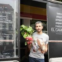 Photo taken at Garage à Manger - le resto fixe d'El Camion by Garage à Manger - le resto fixe d'El Camion on 6/22/2016
