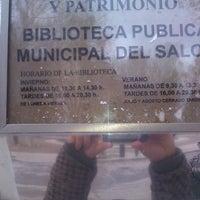 Foto tomada en Biblioteca Municipal Paseo Del Salon por Curro C. el 1/17/2014